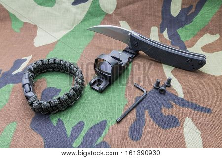 Bracelet Survival Knife And Sight.
