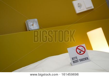 Note on smoking in the bedroom - Danger of smoking in the bed