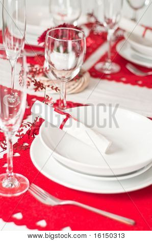 Christmas table setting in red and white