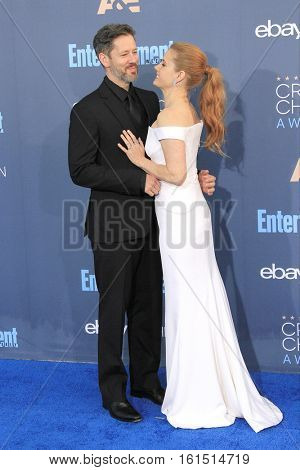 SANTA MONICA - DEC 11: Amy Adams, Darren LeGallo at The 22nd Annual Critics' Choice Awards at Barker Hangar on December 11, 2016 in Santa Monica, California