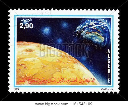 ALGERIA - CIRCA 1989 : Cancelled stamp printed by Algeria, that shows Mars and Earth.