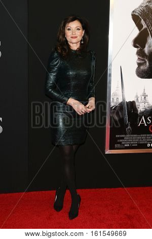 NEW YORK-DEC 13: Actress Essie Davis attends the screening of