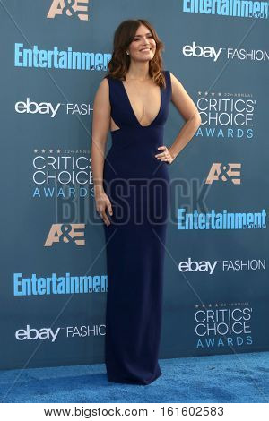 LOS ANGELES - DEC 11:  Mandy Moore at the 22nd Annual Critics' Choice Awards at Barker Hanger on December 11, 2016 in Santa Monica, CA