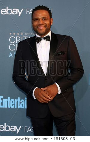 LOS ANGELES - DEC 11:  Anthony Anderson at the 22nd Annual Critics' Choice Awards at Barker Hanger on December 11, 2016 in Santa Monica, CA
