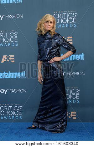 LOS ANGELES - DEC 11:  Judith Light at the 22nd Annual Critics' Choice Awards at Barker Hanger on December 11, 2016 in Santa Monica, CA