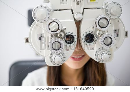 Woman unergo eyes test