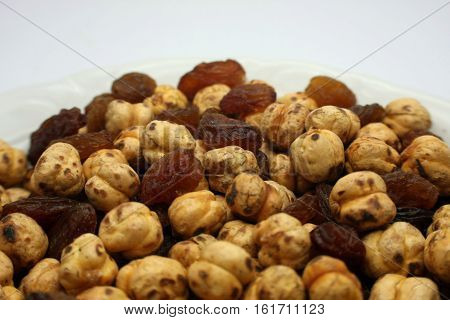 raisins and chickpeas Turkish intellectual eat with tea