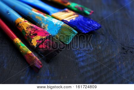 paintbrushes set in a blau-black wooden  background