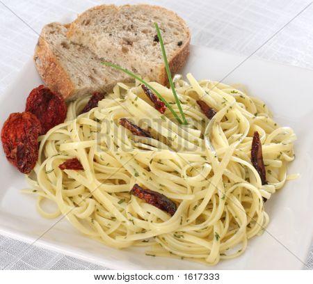 Spaghetti Pasta With Sun Dried Tomato