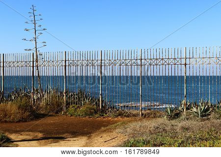 fence which serves as a fence between the coast and the sea