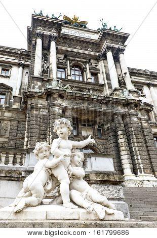 Photo statues of cherubims in burggarten in front of hofburg palace, vienna, austria