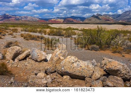 Landscape with rocks in the foreground in the Red Rock Canyon Nature Reserve