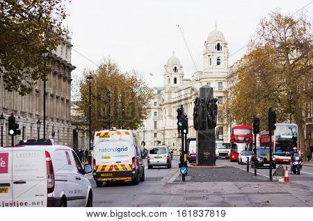 London - November 16, 2016: Busy Traffic On Fulham Broadway