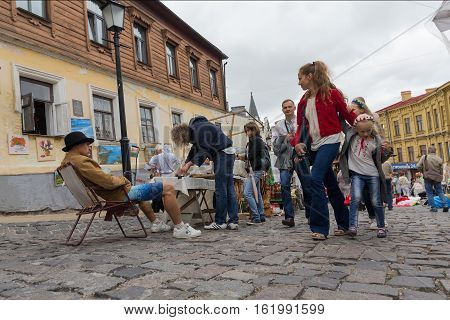 Kiev Ukraine - August 24 2016: Tourists visiting the goods at a flea market on the street St. Andrew's Descent