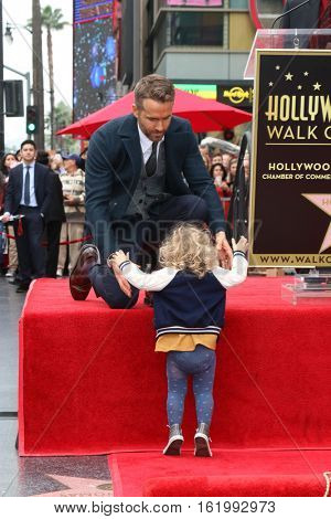 LOS ANGELES - DEC 15:  Ryan Reynolds, James Reynolds at the Ryan Reynolds Hollywood Walk of Fame Star Ceremony at the Hollywood & Highland on December 15, 2016 in Los Angeles, CA