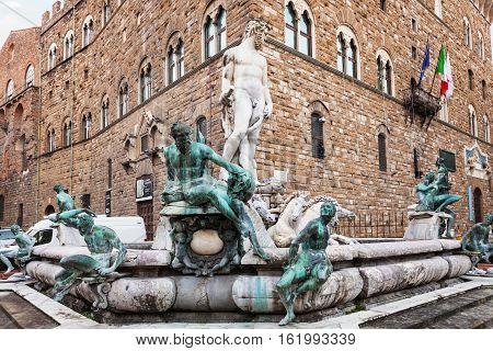 Fountain Neptune Near Palazzo Vecchio In Morning