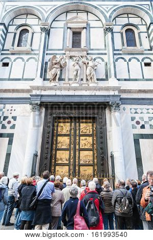 Many Tourists Near East Doors Of Baptistery