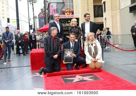LOS ANGELES - DEC 15:  Rhett Reese, Anna Faris, Paul Wernick, Leron Gubler, Ryan Reynolds at Ryan's Walk of Fame Star Ceremony at the Hollywood & Highland on December 15, 2016 in Los Angeles, CA