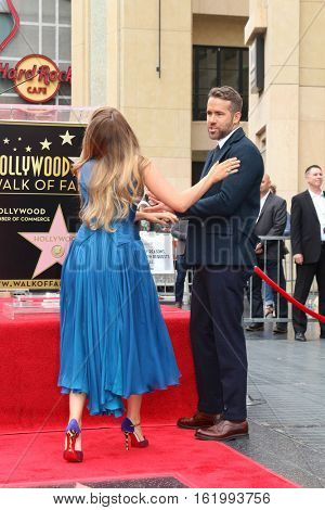 LOS ANGELES - DEC 15:  Blake Lively, Ryan Reynolds at the Ryan Reynolds Hollywood Walk of Fame Star Ceremony at the Hollywood & Highland on December 15, 2016 in Los Angeles, CA