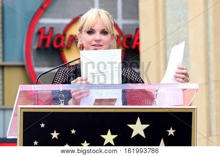 LOS ANGELES - DEC 15:  Anna Faris at the Ryan Reynolds Hollywood Walk of Fame Star Ceremony at the Hollywood & Highland on December 15, 2016 in Los Angeles, CA