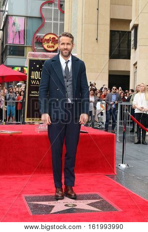LOS ANGELES - DEC 15:  Ryan Reynolds at the Ryan Reynolds Hollywood Walk of Fame Star Ceremony at the Hollywood & Highland on December 15, 2016 in Los Angeles, CA