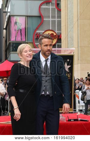 LOS ANGELES - DEC 15:  Ryan Reynolds, mother at the Ryan Reynolds Hollywood Walk of Fame Star Ceremony at the Hollywood & Highland on December 15, 2016 in Los Angeles, CA