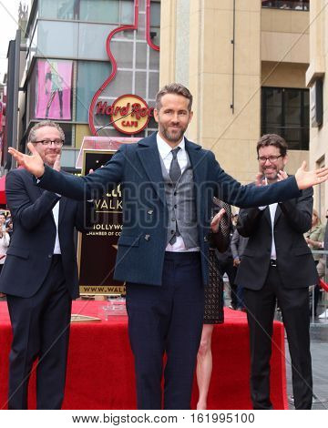 LOS ANGELES - DEC 15:  Ryan Reynolds at the Ryan Reynolds Hollywood Walk of Fame at tbe Hollywood & Highland on December 15, 2016 in Los Angeles, CA