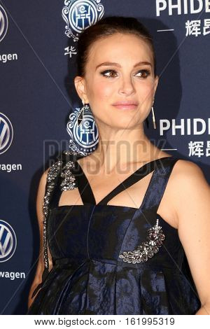 LOS ANGELES - DEC 15:  Natalie Portman at the 21st Annual Huading Global Film Awards - Arrivals at The Theatre at The ACE Hotel on December 15, 2016 in Los Angeles, CA