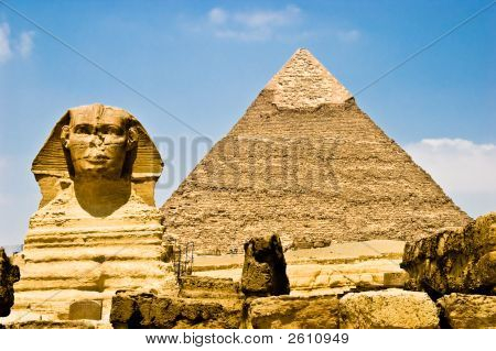 Egyptian Sphinx Guarding Pharaoh'S Pyramid