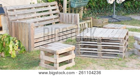 Recycled Wood Palet Make Sit On Home Garden