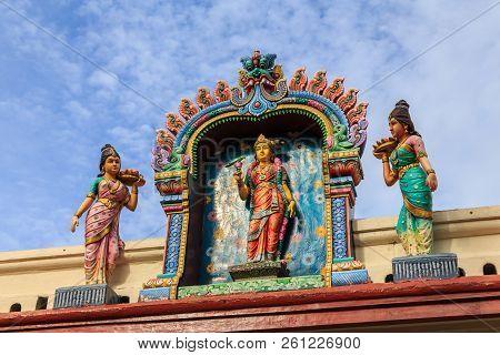 Sculpture, Architecture And Symbols Of Hindu Temple At Singapore , Sri Mariamman Temple, Singapore I