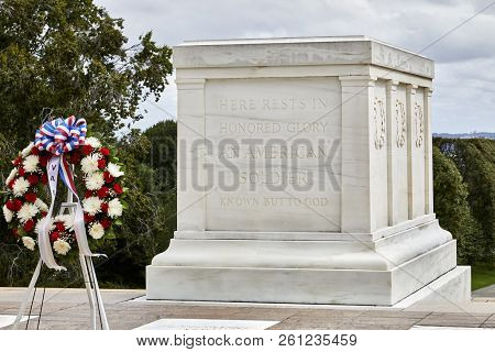 Arlington, Virginia, Usa - September 15, 2018: Wreath At Tomb Of The Unknown Soldier In Arlington Na