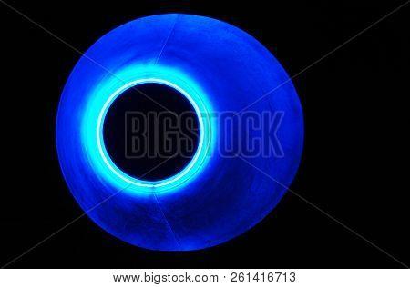 Immagine Astratta Con Luce Azzurra E Un Buco Nero