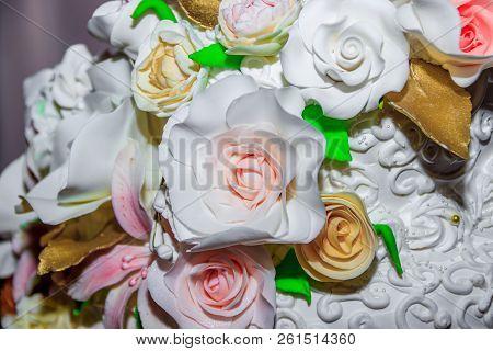 White Wedding Cream Cake. Wedding Decorations. Wedding Baking. Delicious White Cake. Wedding.