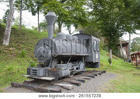 Rockport, Maine, Usa - September 19, 2018: The  Vulcan Steam Locomotive Displayed In Rockport Marine