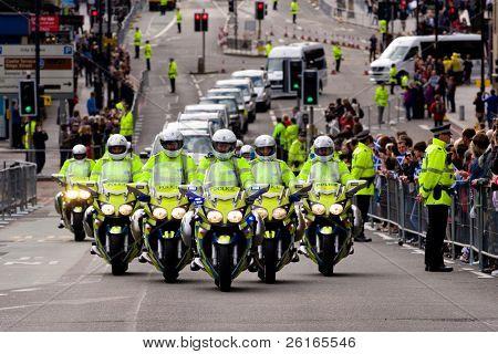Edimburgo, Escócia, Reino Unido - 16 de setembro: Carreata de Papa Benedict XVI viaja do Aeroporto de Edimburgo t