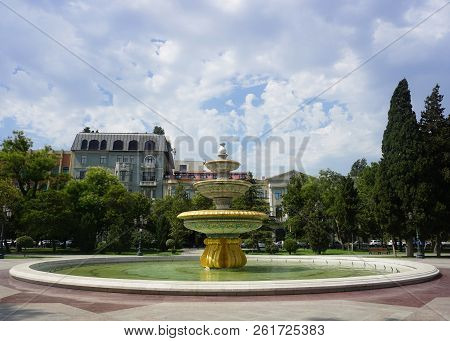 The Fountain Of Sahil Bagi Park In Baku On A Cloudy Day At Noon Time.