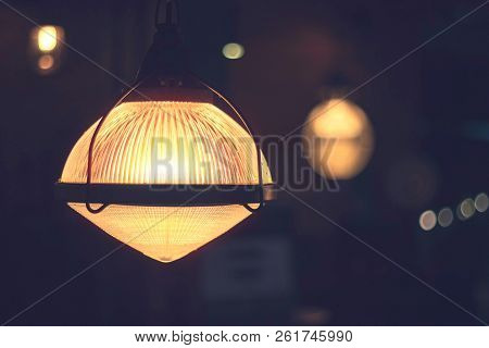 Old Vintage Light Bulb Lamps In Restaurant, Vintage Ceiling Lamp For Dacorate Interior