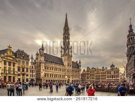 Brussels, Belgium - August 01, 2018: Grand Place In Brussels In Evening With Tourists. Sightseeing O