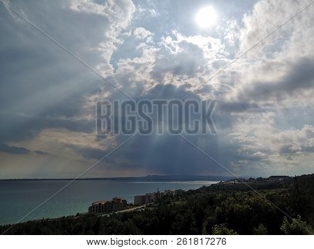 Beauty In Nature Cloud Sky Day Horizon Over Water Idyllic Land Non-urban Scene Outdoors Scenics Sea