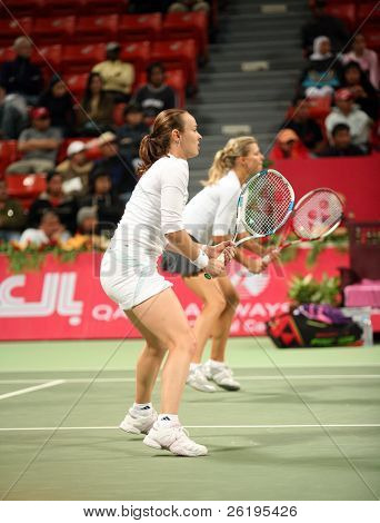 Hingis (foreground) and Kirilenko in the semi-final of the Qatar Open doubles, March 2, 2006