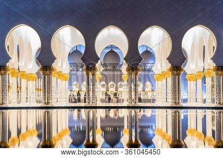 Abu Dhabi, Uae - November 17: Sheikh Zayed Grand Mosque In Abu Dhabi On November 17, 2019, Uae. Gran