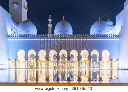 Abu Dhabi, Uae - November 17: Sheikh Zayed Grand Mosque Evening View On November 17, 2019 In Abu Dha