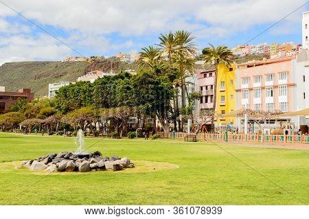 Wonderful Fountain In The Center Of The Torre Del Conde Park In San Sebastian De La Gomera. April 15