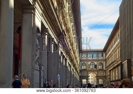 Florence, Italy - May 31, 2019: Crowds Line Up In The Inner Courtyard Of The Famed Uffizi Gallery, W