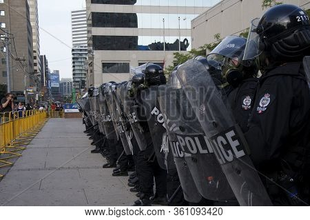 Toronto, Ontario, Canada - 06/25/2010 :  Police Restrict Protesters Movement Away From G20 Summit At