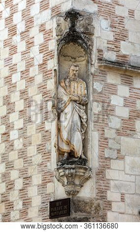 Religious Sculpture On The Wall Of A House In Medieval Troyes Old Town,  Aube, Champagne-ardenne, Fr