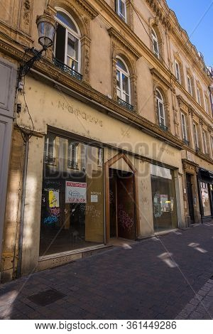 Metz, France - August 31, 2019: A Shopping Street With Old Residential Buildings In The Historical C