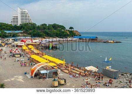 Anapa, Russia - July 26, 2017: Malaya Bay In Anapa Resort. People Rest On Stony Beach Of Black Sea O