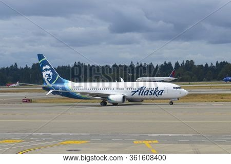 Seattle, Usa - Sep. 13, 2019: Alaska Airlines Boeing B737-800 N597as At Seattle Tacoma International